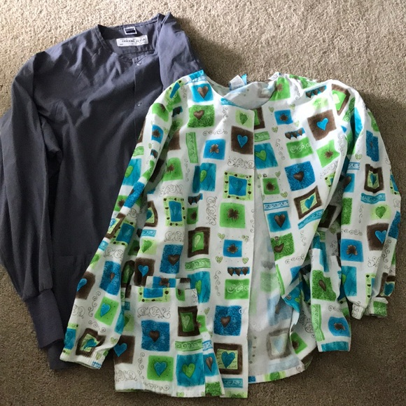 scrubs Jackets & Blazers - LOT of two scrub jackets (grey and green) size Lg